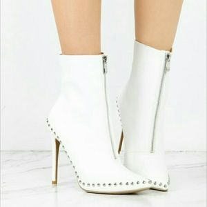 Shoes - 💛WHITE FAUX LEATHER BOOTIES WITH STUDS 8.5